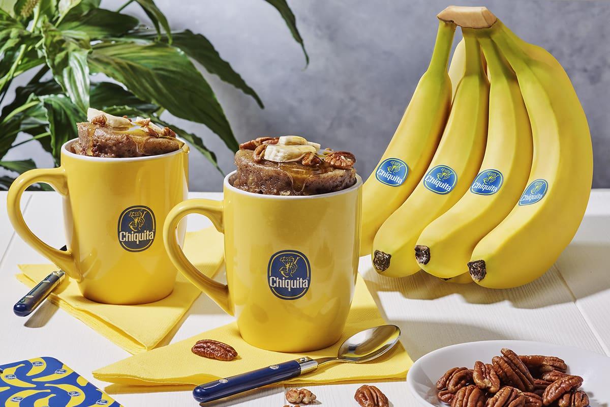 Mug cake à la banane Chiquita, aux noix de pécan et au sirop d'érable