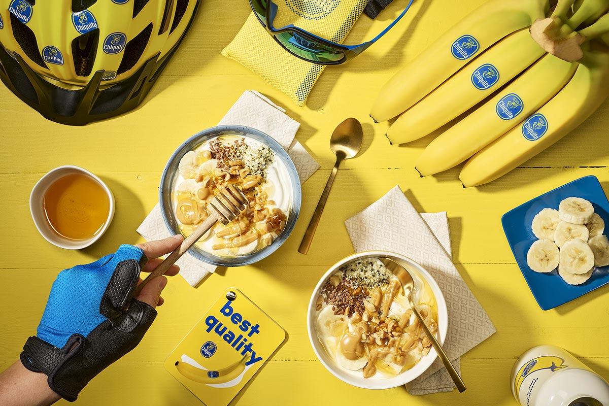 Bol de yaourt grec post-entraînement, banane et beurre de cacahuète de Chiquita